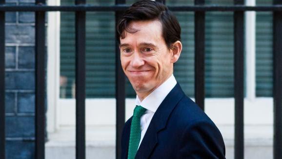 Lesecrétaire d\'Etat au Développement international, Rory Stewart, arrive pour le Conseil des ministres au 10 Downing Street, le 21 mai 2019, à Londres.